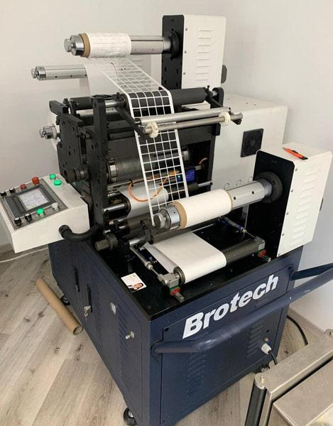 Der Brotech TDL ermöglicht G'sunder Druck ab sofort das eigene Konfektionieren der Etikettenrollen (Quelle: PrintsPaul)