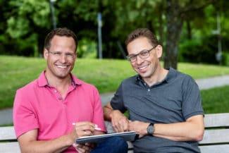 Andreas Weigel (l.) und Manuel Friedmann haben 2020 Printum übernommen und führen das Unternehmen nun mit neuen Konzepten und Produkten in die Zukunft (Quelle: Printum)