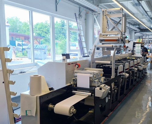 Die neue Mark Andy Evolution bei MRE in Lichtentanne konnte nun im Juni installiert werden (Quelle: Mark Andy)