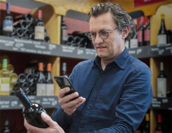 Mittels Handy und Code wird das Etikett auf der Weinflasche zum Leben erweckt (Quelle: Molino studios