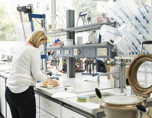 Vorbereitung der Spargelstangen im Labor der Hochschule München (Foto: Johanna Weber)