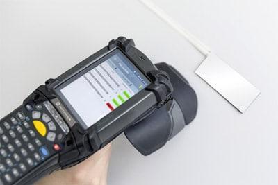 Das RFID-Lesegerät erfasst alle wichtigen Informationen (Quelle: Schreiner Group)