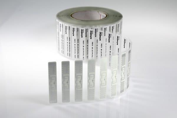 Das RFID-Label speichert die Informationen für die spätere Auslesung (Quelle: Schreiner Group)