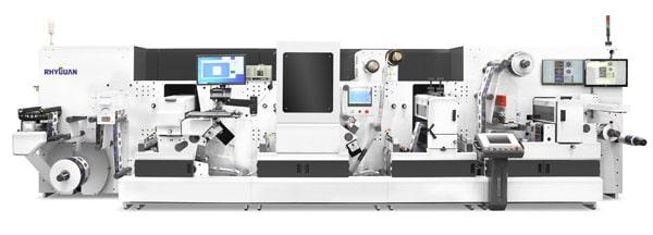 Die digitale Hightech-Veredelungsmaschine ermöglicht Reliefdruck/Prägedruck, Spotlackierung sowie Kaltfolien-Veredelung (Quelle: B&T Tec)