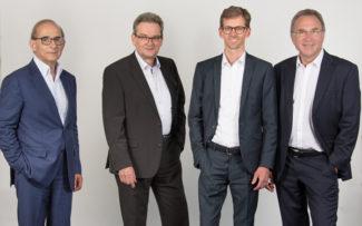 Das neue ISRA VISION Management Team (v. r. Hans Jürgen Christ, Tomas Lundin (Sprecher), Dr. Johannes Giet) übernimmt von dem ausscheidenden CEO und Gründer Enis Ersü (links)