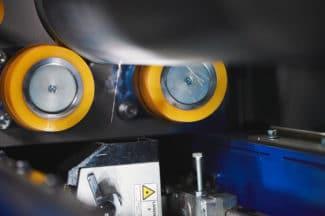 Mit dem Pulslaser ermöglicht der Ulmer Reinigungsspezialist Ulmex eine Näpfchen-genaue und intensive Walzenreinigung (Quelle: Ulmex)