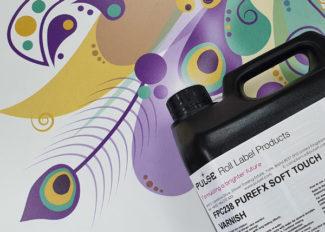 Der neue PureFX Soft Touch Lack von Pulse Roll Products ist eine Alternative zu Laminierfolien (Quelle: Pulse Roll)