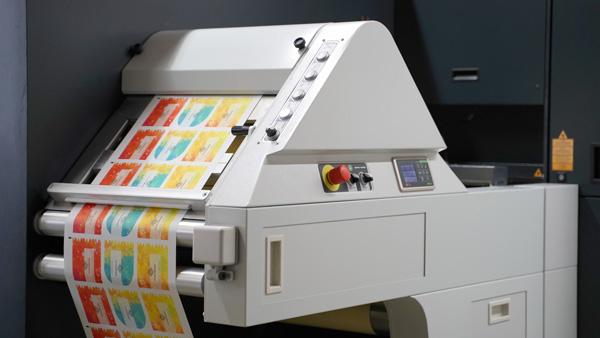 GSL1400 - die Laserstanze zum digitalen Laserschneiden von Etiketten (Quelle: Trotec)