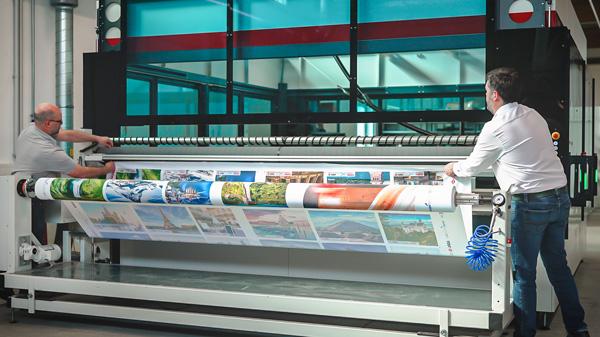 SP4000 - der Großformat Laserschneider für Soft Signage Anwendungen (Quelle: Trotec)