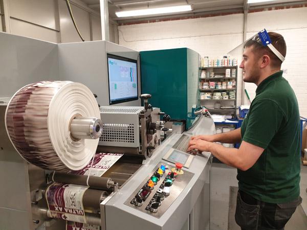 Die PicoColour UV-Inkjet Digitaldruckmaschine bei Clover Chemicals ersetzt zwei ältere Maschinen (Quelle: Dantex)