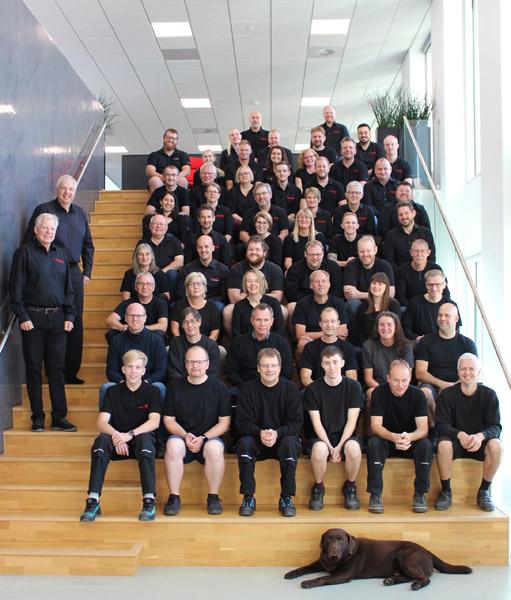 Vetaphone-Mitarbeiter aus der ganzen Welt kommen am 1. November am Hauptsitz des Unternehmens in Dänemark zusammen, um das 70-jährige Bestehen zu feiern (Quelle: Vetaphone)