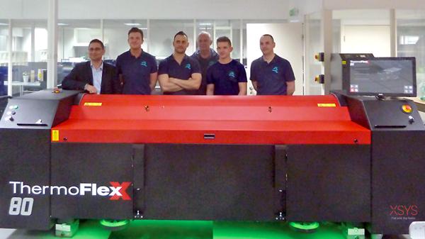 Geschäftsführung und Mitarbeiter von Reproflex sowie der Verkauf von Flint sind überzeugt von der neue Investition in den ThermoFlexX TFxX 80-D (Quelle: Flint Group)