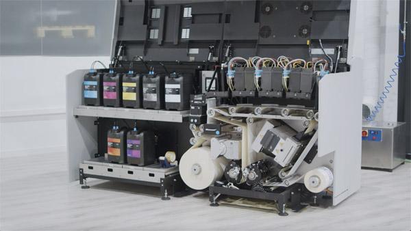 Die Mouvent LB701 druckt flexibel alle Aufträge von kleinen über mittelgroße bis hin zu großen Auflagen (Quelle: Bobst)